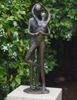 AB 13 Solid Bronze Sculpture Kissing Couple 1 | Avant Garden