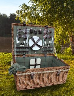 FH082 Avon Picnic Hamper 4 person fully lined green tartan & utensils 1 | Avant Garden