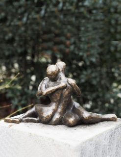 MO 24 Solid Bronze Sculpture Lovers Embrace 1 | Avant Garden