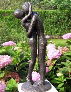 MO 21 Solid Bronze Modern Young Lovers Sculpture 1 | Avant Garden
