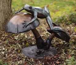 Fine Bronze Fountain Sculpture Frog Mushroom