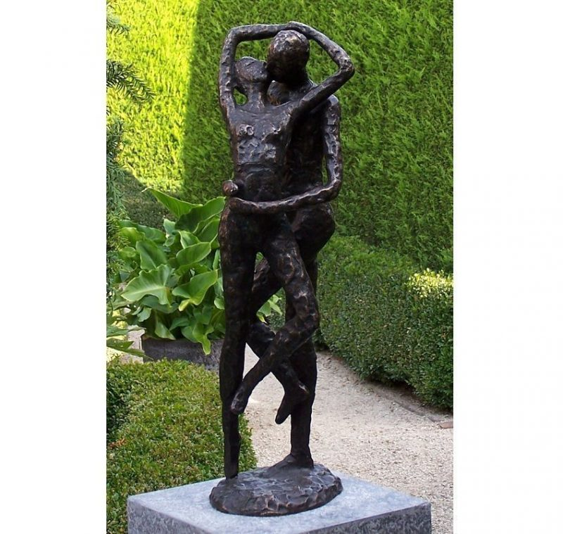 Bronze Sculpture Modern Lovers kissing