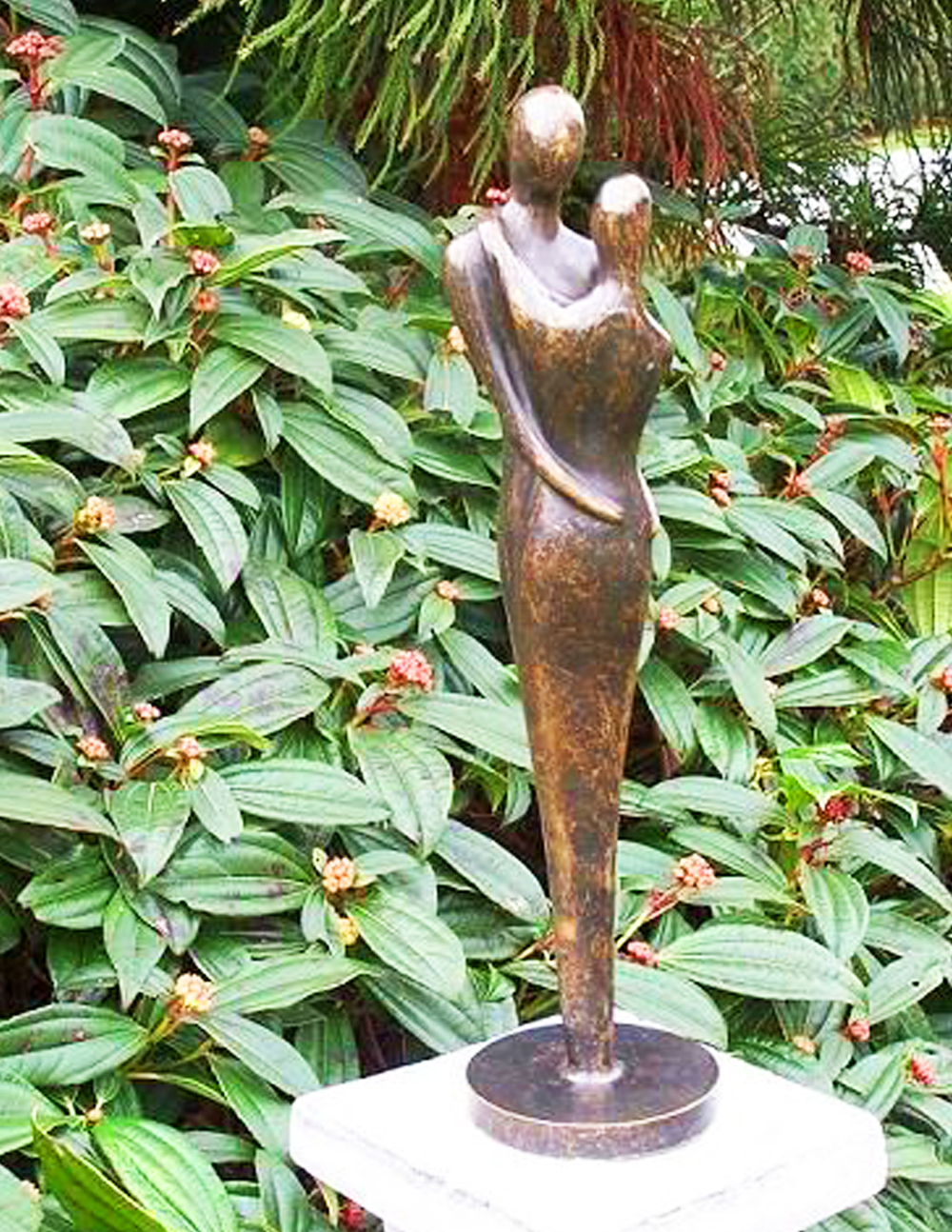 Christmas gift sculpture couple embracing