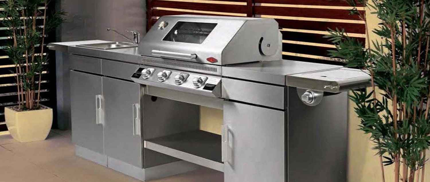 BD79640 Beefeater Discovery Outdoor Kitchen Gas Barbecue In Situ 2 | Avant Garden