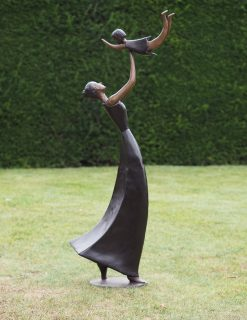 FIWO 59 Solid Bronze Mother and Child 150x60x32cm 1 | Avant Garden