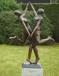 MO 43 Solid Bronze Garden Party Sculpture 135x65x95cm 1 | Avant Garden