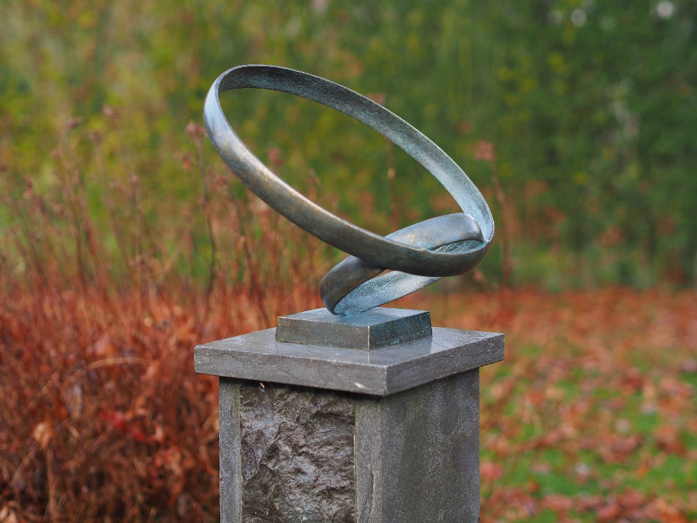 MO 47 Fine Cast Solid Bronze Love Rings Sculpture 30x35x30cm 1 | Avant Garden