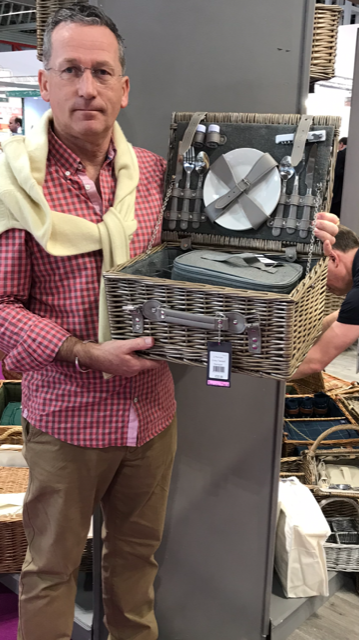 FH113 Chester Grey Tweed Two Person Picnic Basket Hamper 3 | Avant Garden