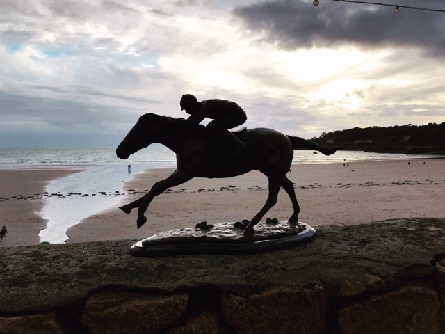 Racehores and Jockey Bronze Sculpture Beach Scene 1 | Avant Garden